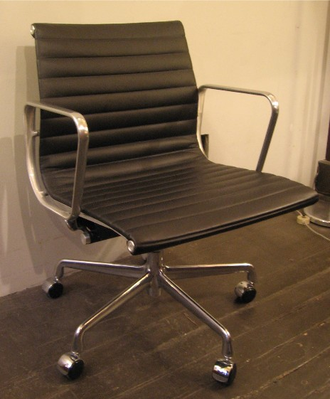 Eames Aluminum Group Management Chair by Herman Miller in Black