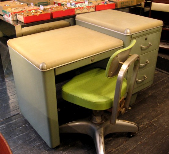 Industrial Style Metal Mini Tank Desk w/ Chair