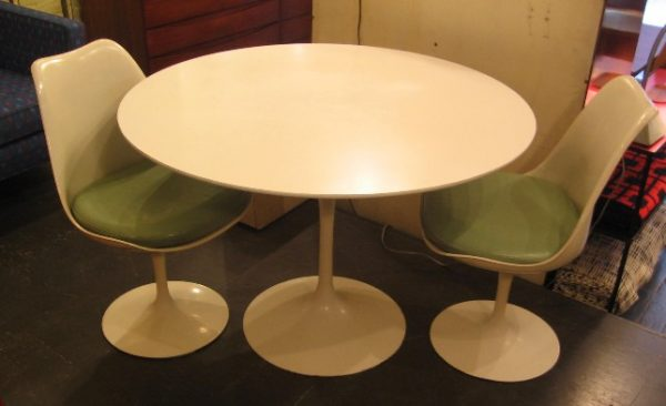 """Saarinen 42"""" Tulip Table w/ Two Chairs by Knoll"""