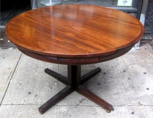 Drylund Round Rosewood Extension Dining Table