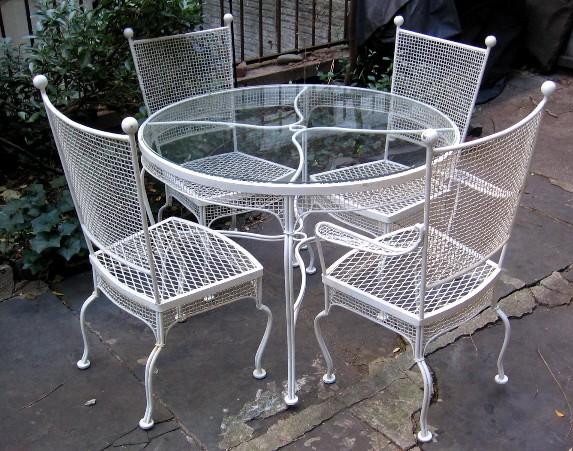 Russell Woodard Outdoor Dining Set