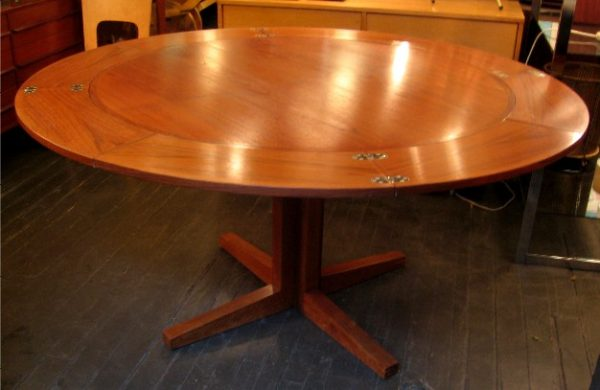 Drylund Round Extension Dining Table in Teak
