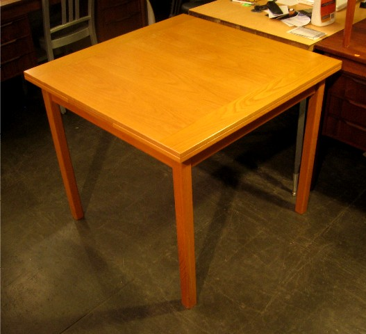 Small Danish Draw Leaf Extension Table in Oak