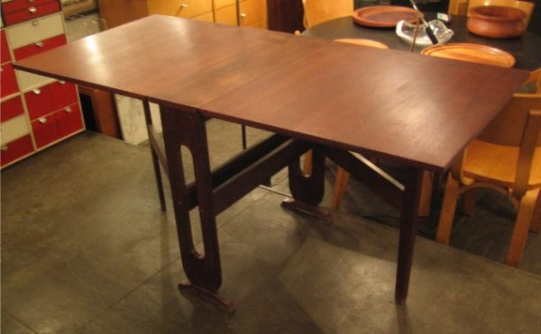 Gate Leg Dining Table in Walnut