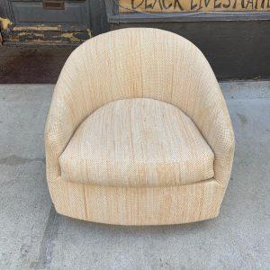 Swivel/Tilt Barrel Back Chair