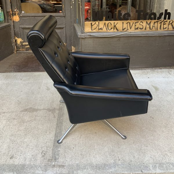 1960s Vintage Swivel Lounge Chair by Poul M Jessen